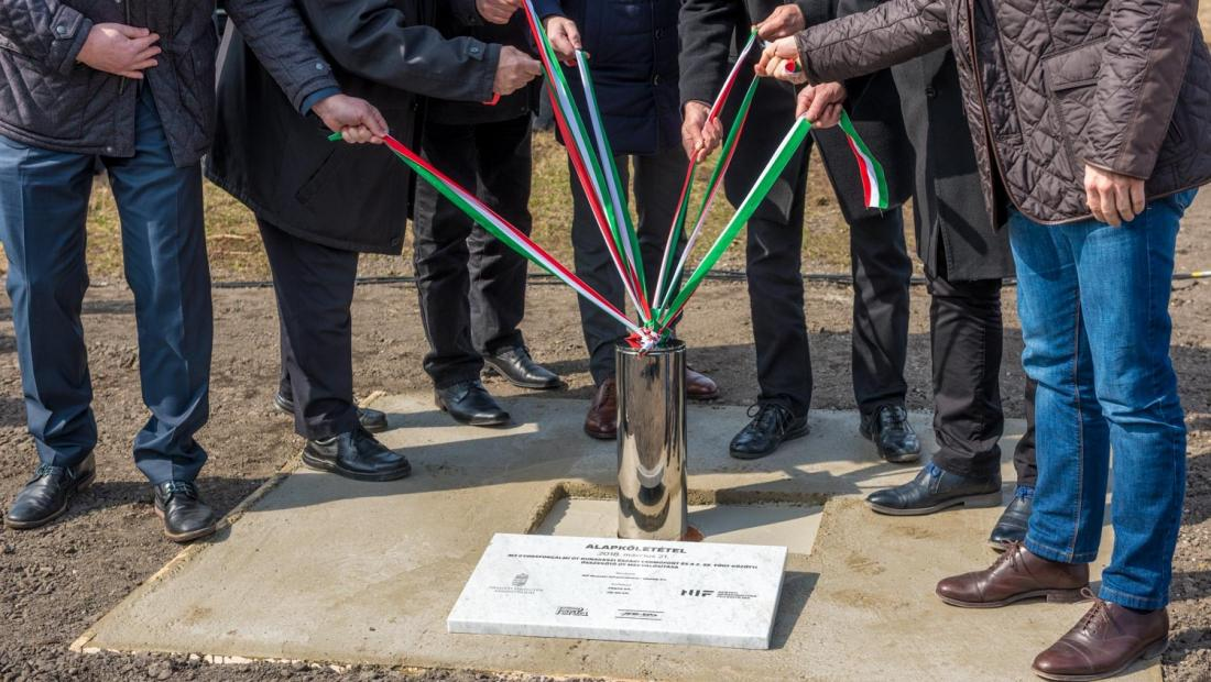 2-es főút és az M2 új összekötő útjának kivitelezése